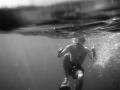 Calum s-w im Meer (1 von 1)